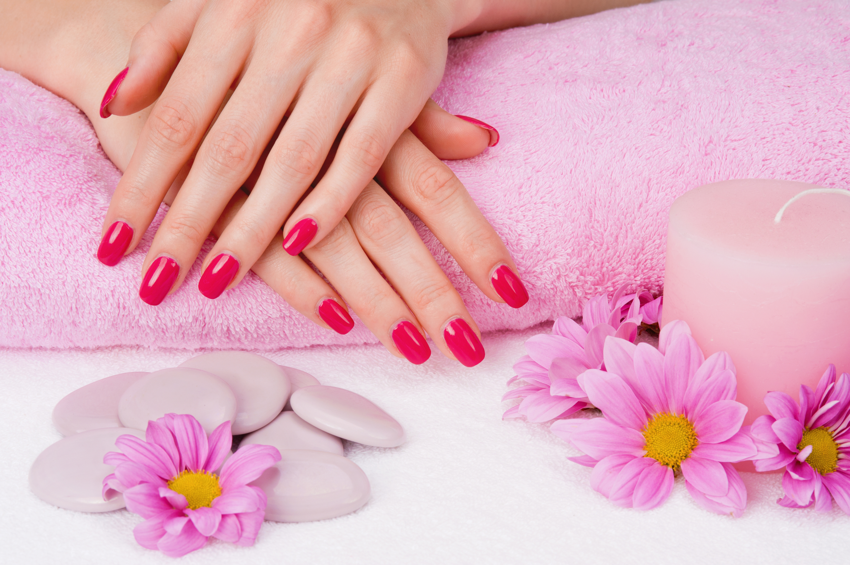 Inspiration.nails.red.pink.flowers